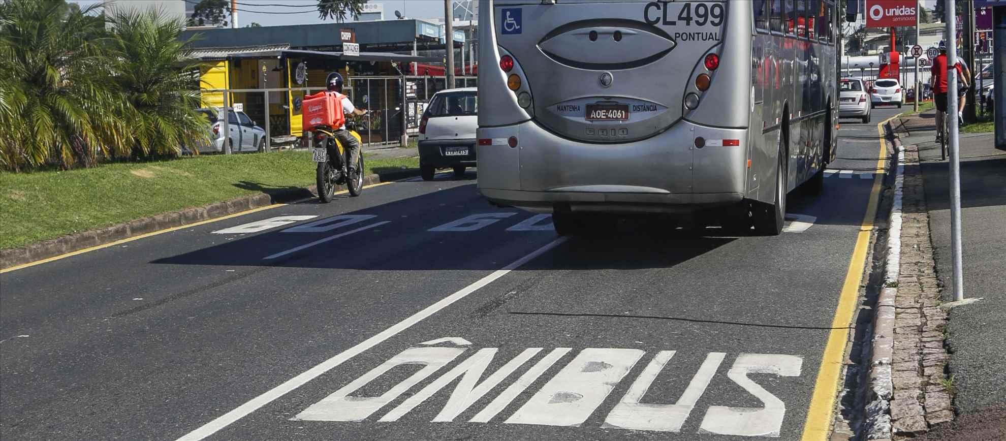 faixa exclusiva para ônibus