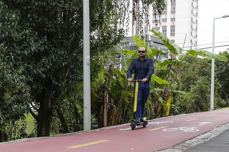 Patinetes elétricos em Curitiba