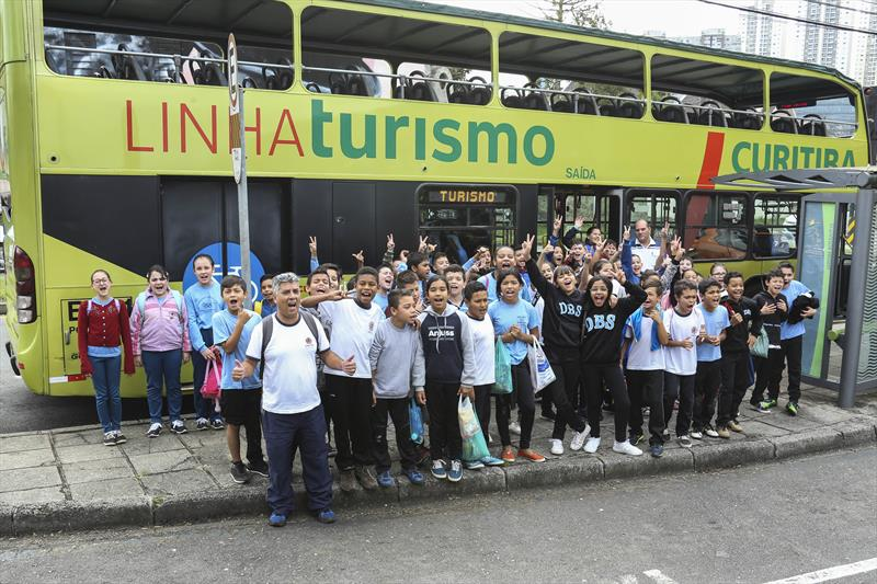 Estudantes na Linha Turismo