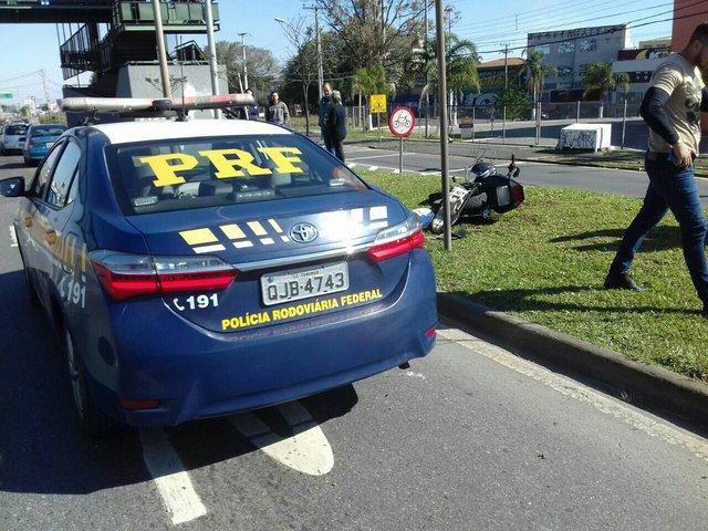 Motociclista morre em colisão na Linha Verde