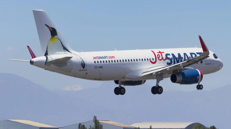 Avião da JetSMART Voando