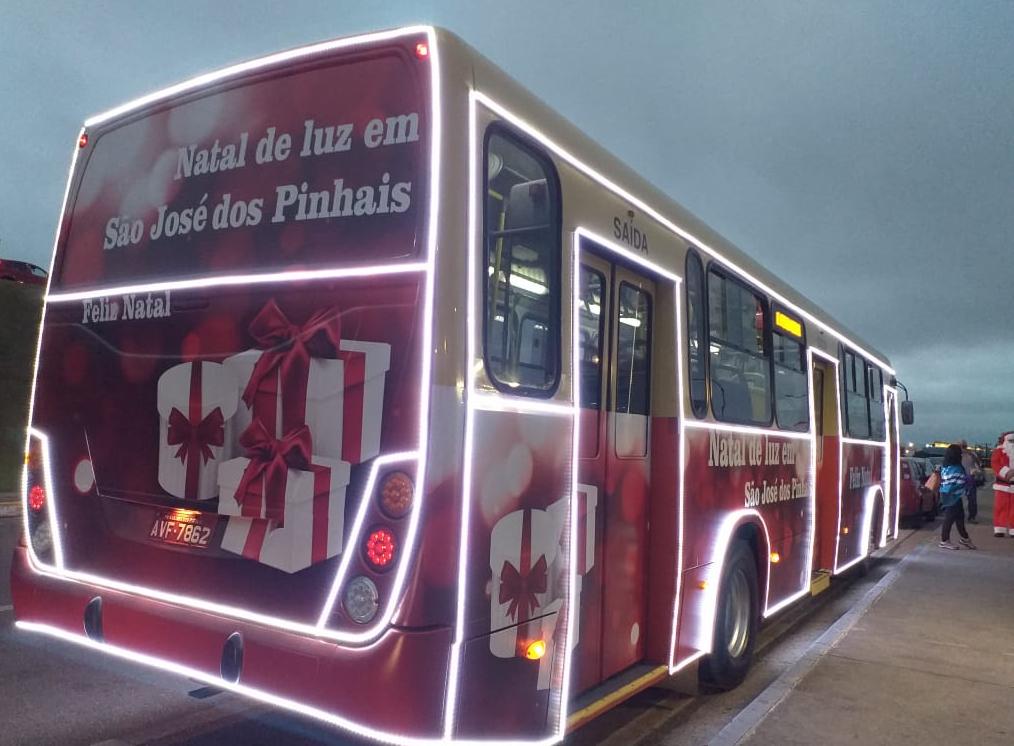 Ônibus natalino em São José dos Pinhais