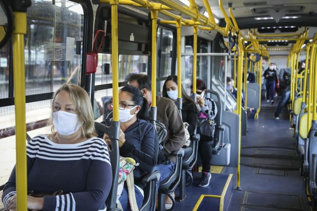 Ônibus rodarão somente com passageiros sentados a partir desta quinta-feira, dia 2