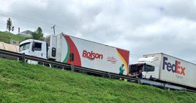 Acidente Caminhões BR-277
